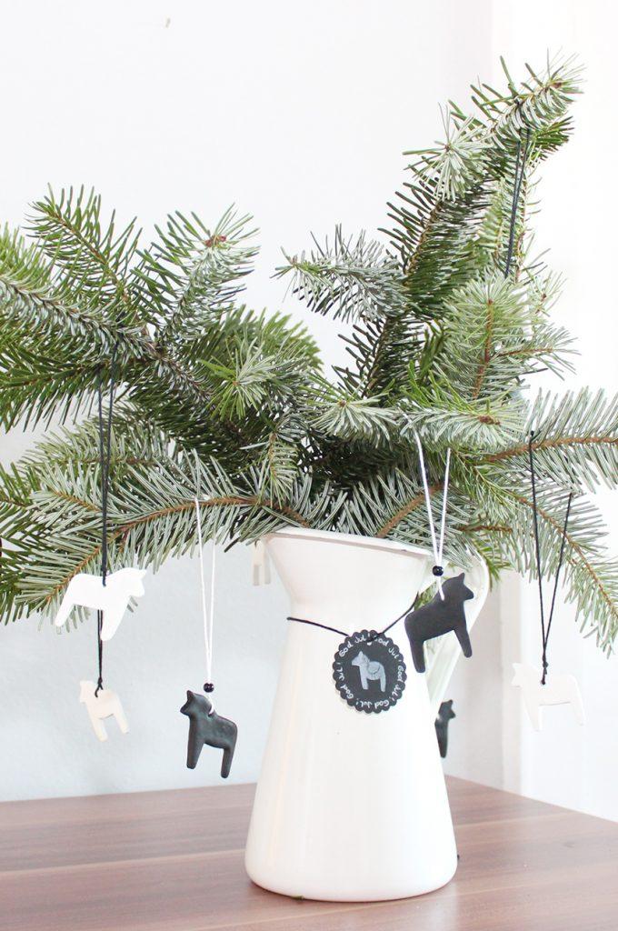 Weihnachtsbaumanhänger und Geschenkanhänger aus Fimo basteln