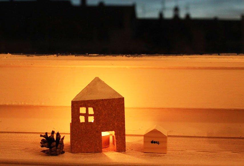 Haus aus Kork basteln - kleines Windlicht