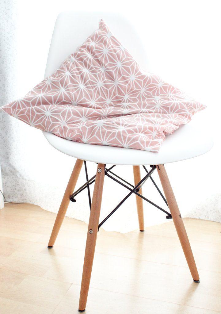 Endlich habe ich meinen eames style stuhl ars textura for Eames chair kopie
