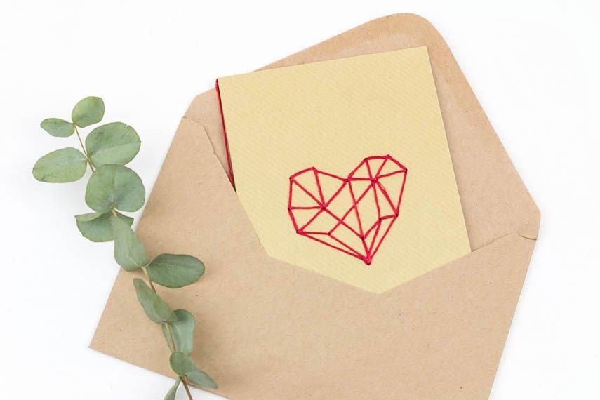 Karte zum Valentinstag basteln - Karten besticken