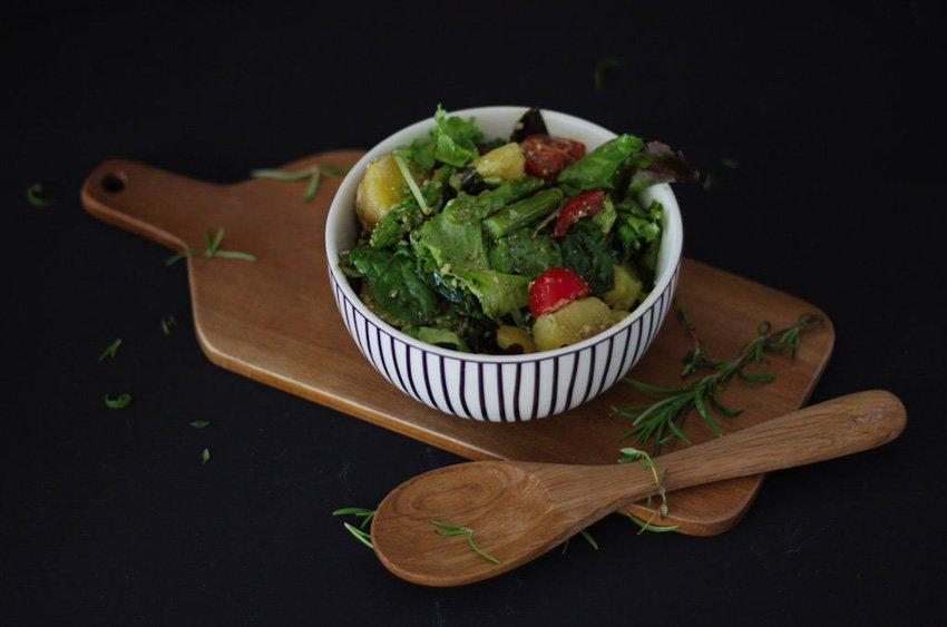 Kartoffel-Spargel Salat mit Parmesan und Kernöl