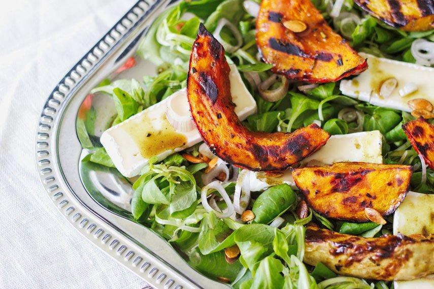 Hallo Herbst – Heute gibt's Salat mit gegrilltem Kürbis!
