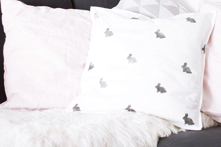 Ostern Dekoration: DIY Hasen Kissen Nähen Und Stoff Selber Bedrucken   Ars  Textura DIY Blog