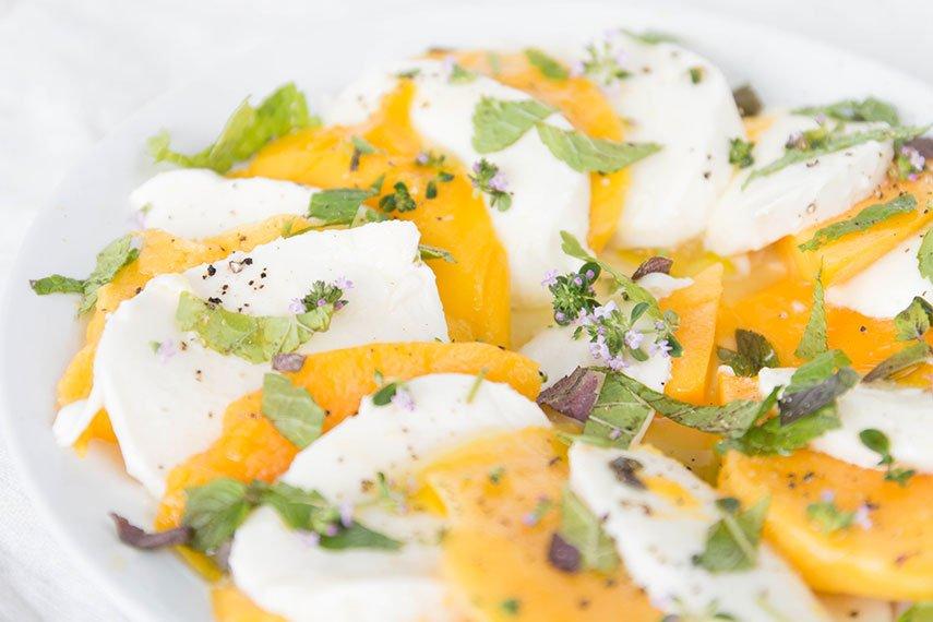 Mango Caprese mit Zitronenthymian und Minze