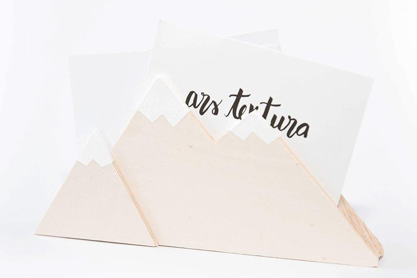 DIY Briefhalter mit Bergmotiv aus Holzresten - Upcycling Idee
