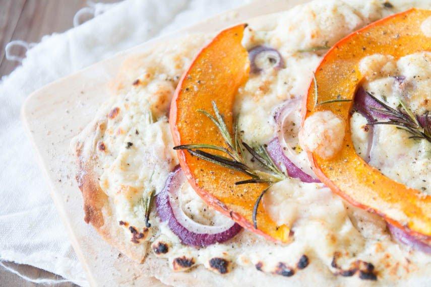 Pizza Bianca Rezept mit Kürbis