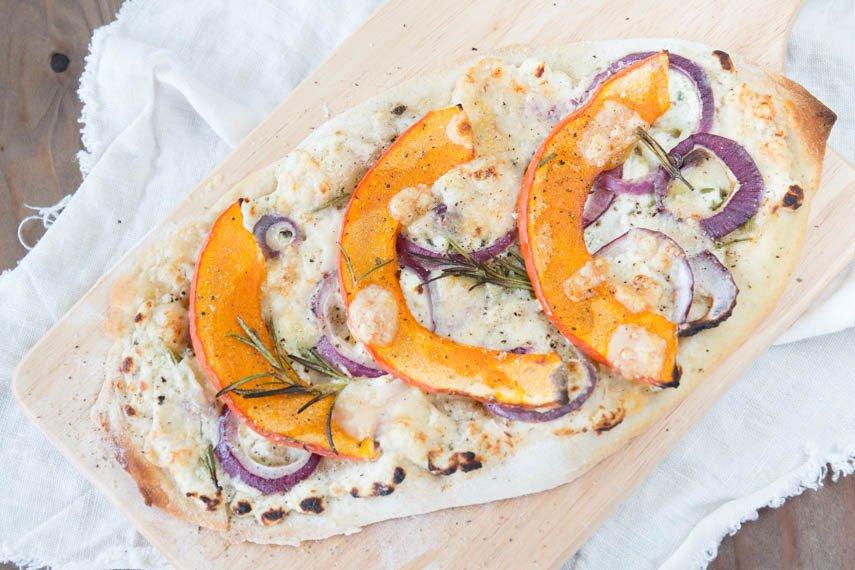 Rustikale Kürbispizza – perfekt für den Start in den Herbst