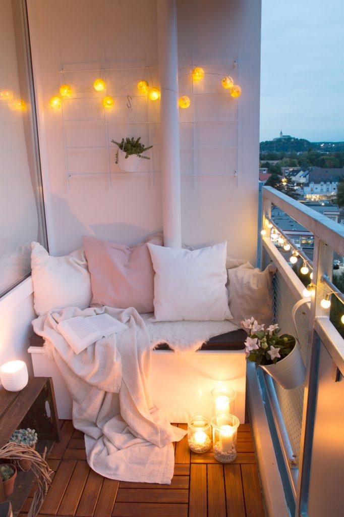 Anleitung DIY Sitzbox für den Balkon bauen & Tipps für einen gemütlichen Balkon im Herbst