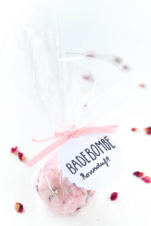DIY Badebomben selber machen als Geschenk zum Muttertag