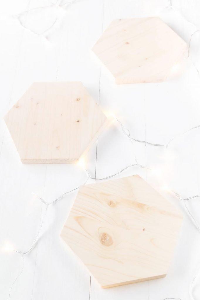 Geometrische Untersetzer aus Holz basteln - das perfekte Upcycling Projekt für Holzreste