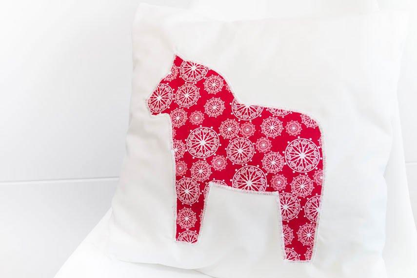 DIY Geschenk: Kissen mit Darlana Pferd nähen