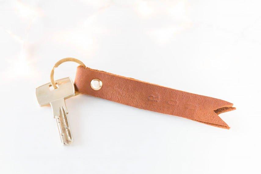 *12* Schlüsselanhänger aus Leder