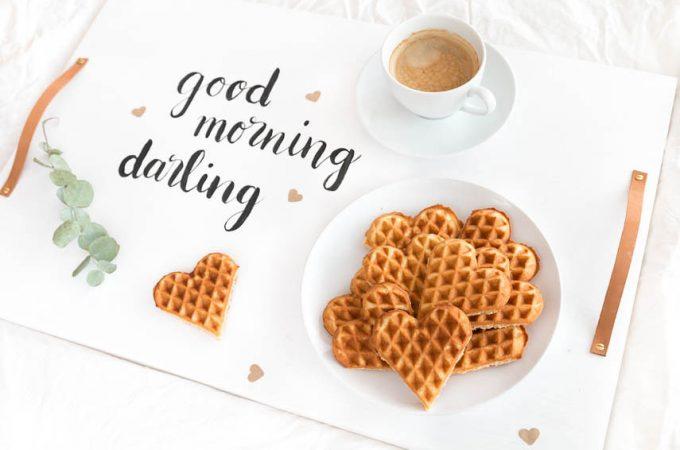 Frühstück zum Valentinstag mit DIY Tablett und selbstgemachten Waffeln