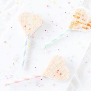 Eis-Pops Eis Sandwich am Stil mit selbstgemachten Eiswaffeln