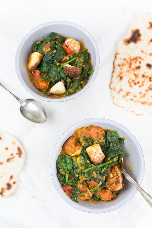 Palak Paneer - vegetarisches Curry mit indischem Käse und Spinat