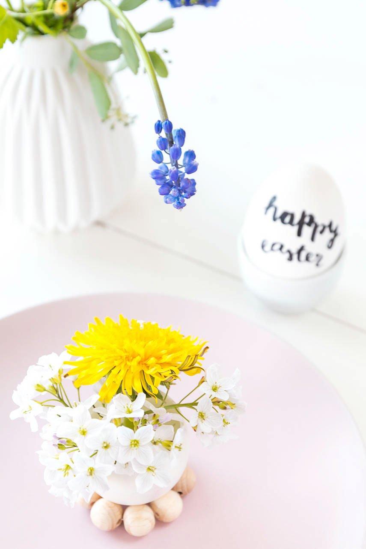 Tischdekoration für Ostern mit DIY Vase aus Eierschalen