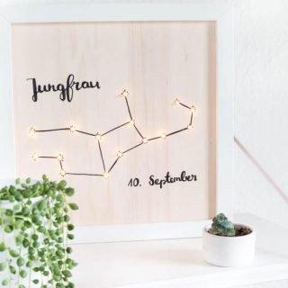 Beleuchtetes Sternzeichen Bild