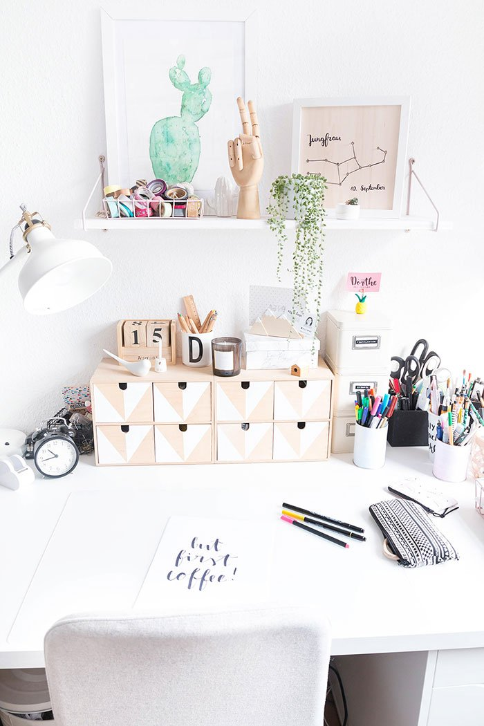 bildschirm podest aus holz ars textura diy blog. Black Bedroom Furniture Sets. Home Design Ideas