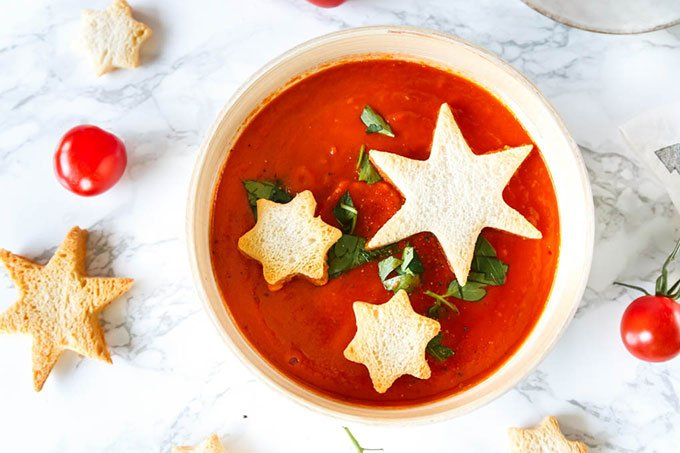 Orientalische Tomatensuppe mit Sternen - genau das Richtige zu Weihnachten