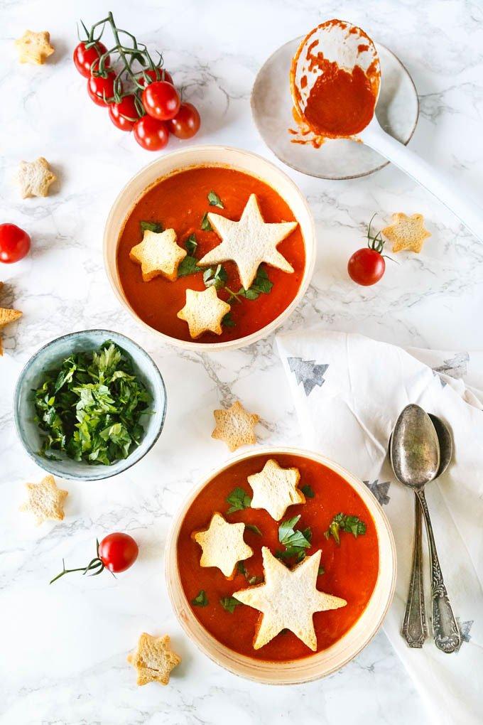 Orientalische Tomatensuppe mit Sternen - perfekt für Weihnachten #weihnachtsgericht #weihnachten #tomatensuppe