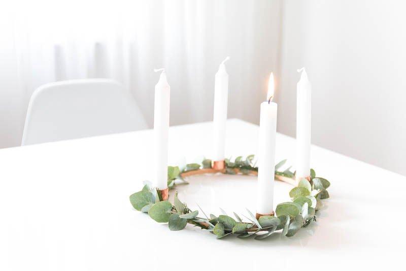 DIY Adventskranz basteln mit einem Stickrahmen und Eukalyptus | Skandinavien Interior
