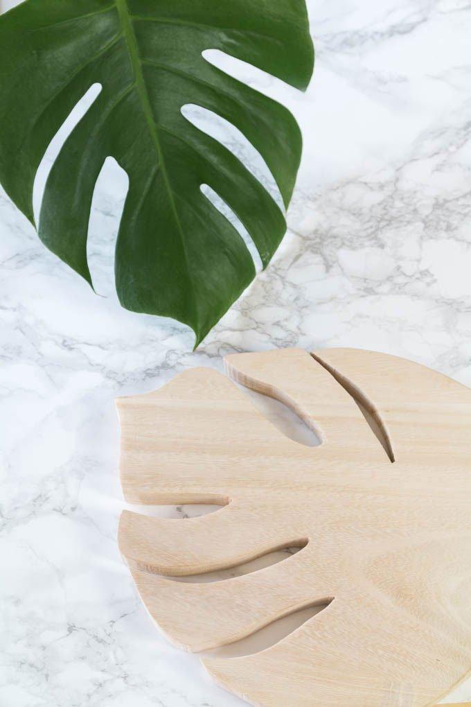 DIY Geschenk: Monstera Untersetzer aus Holz basteln | #diygeschenk #holz #diy