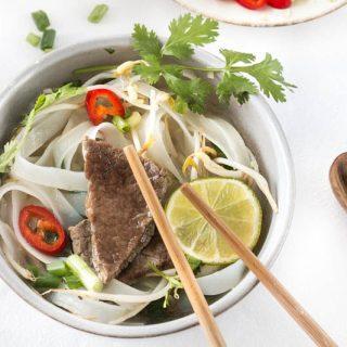 Pho Bo - Rindssuppe mit Korinander und Zitronengras