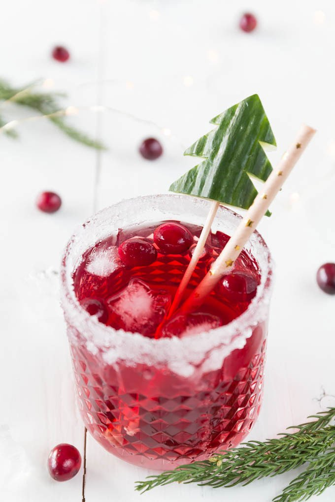 weihnachtlicher cranberry gin tonic aperitif zum weihnachtsmen. Black Bedroom Furniture Sets. Home Design Ideas
