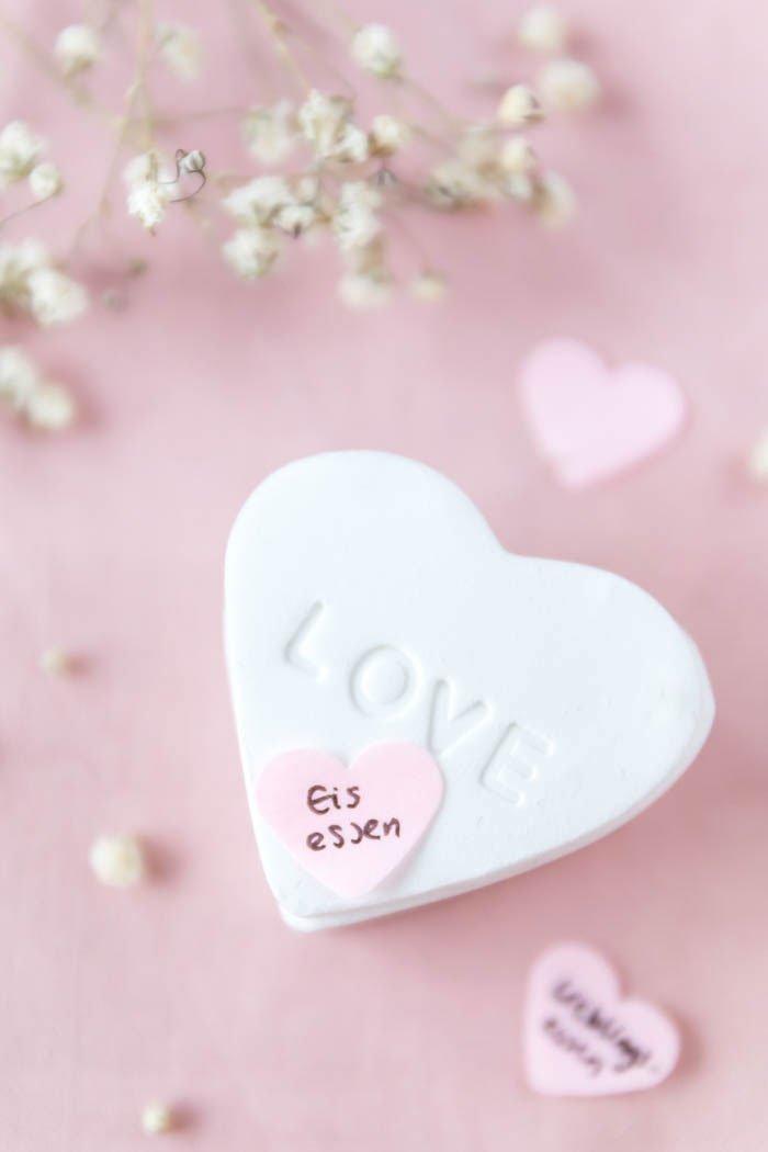 Fimo Ideen: DIY Herz-Dose aus Fimo - DIY Geschenk zum Valentinstag mit Gutschein