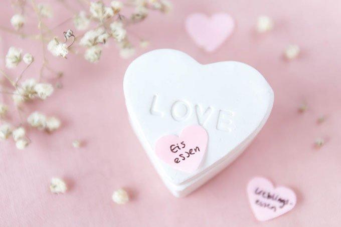 DIY Herz-Dose aus Fimo mit Gutscheinen zum Valentinstag oder Hochzeitstag