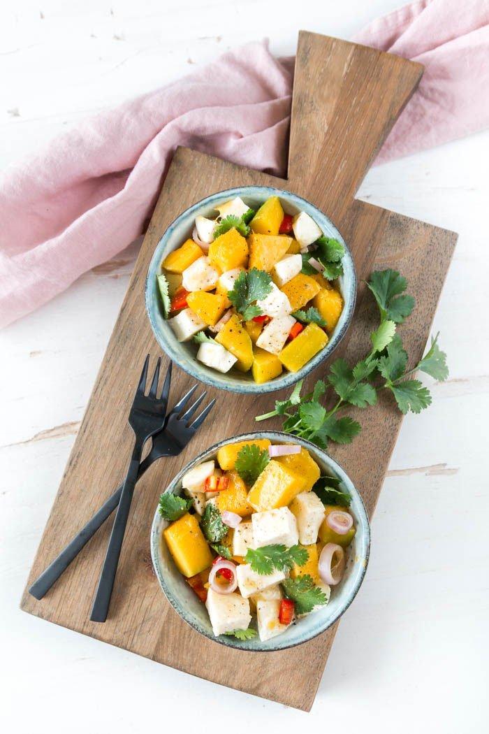 Rezept: Mango-Mozzarella Salat mit Chili und Koriander - genau das Richtige bei Fernweh