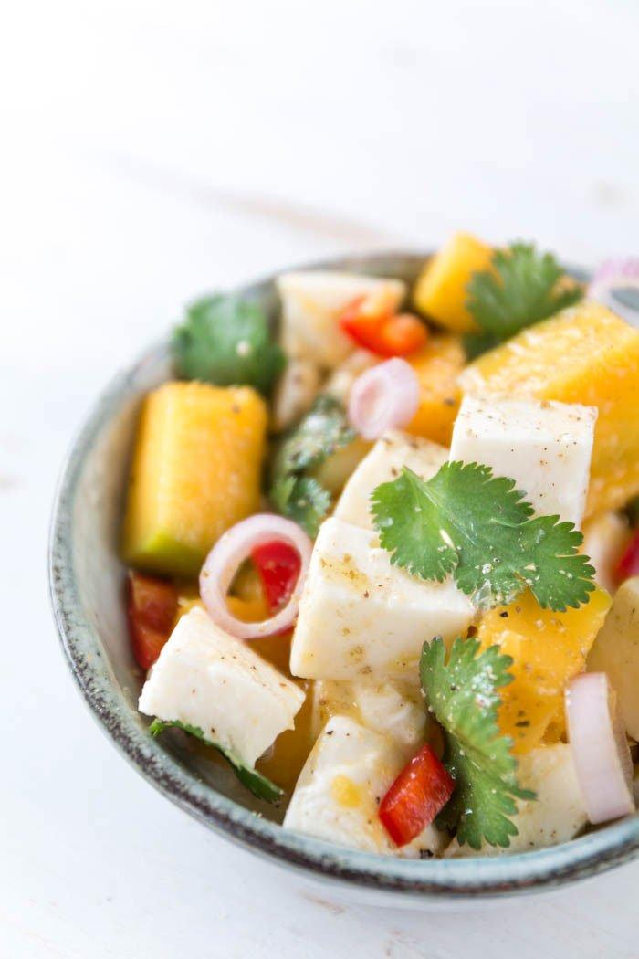 Rezept für Mango Mozzarella Salat - genau das Richtige Soulfood für Fernweh im Winter