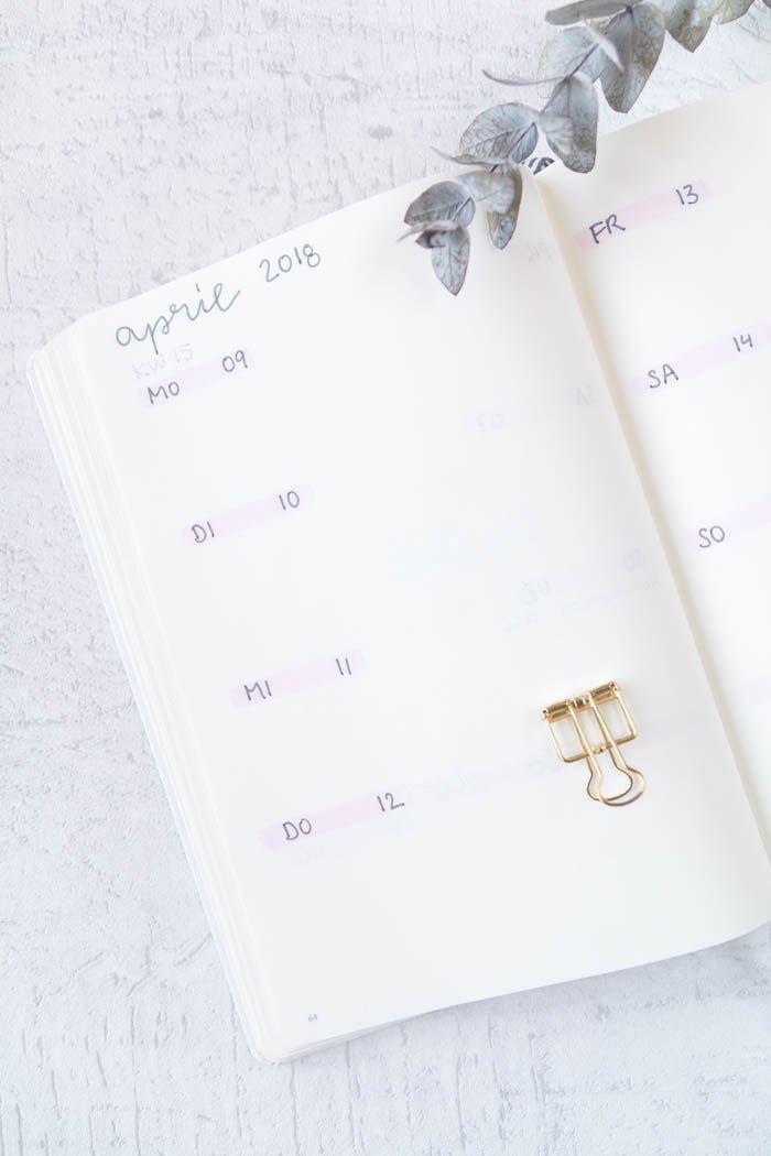Bullet Journal Ideen: Setup und Monatsübersicht für den April | BuJo mit Handlettering in Brushscript lernen | ars textura - DIY Blog