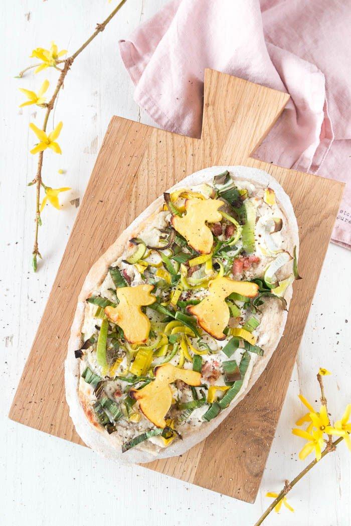 Ostern Rezepte: Rahmfladen mit Kartoffel Osterhasen | Dinnede Rezept | Dinnete Rezept Frühling | ars textura