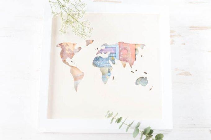 Geldgeschenk zur Hochzeit – Weltkarte aus Holz mit Geld
