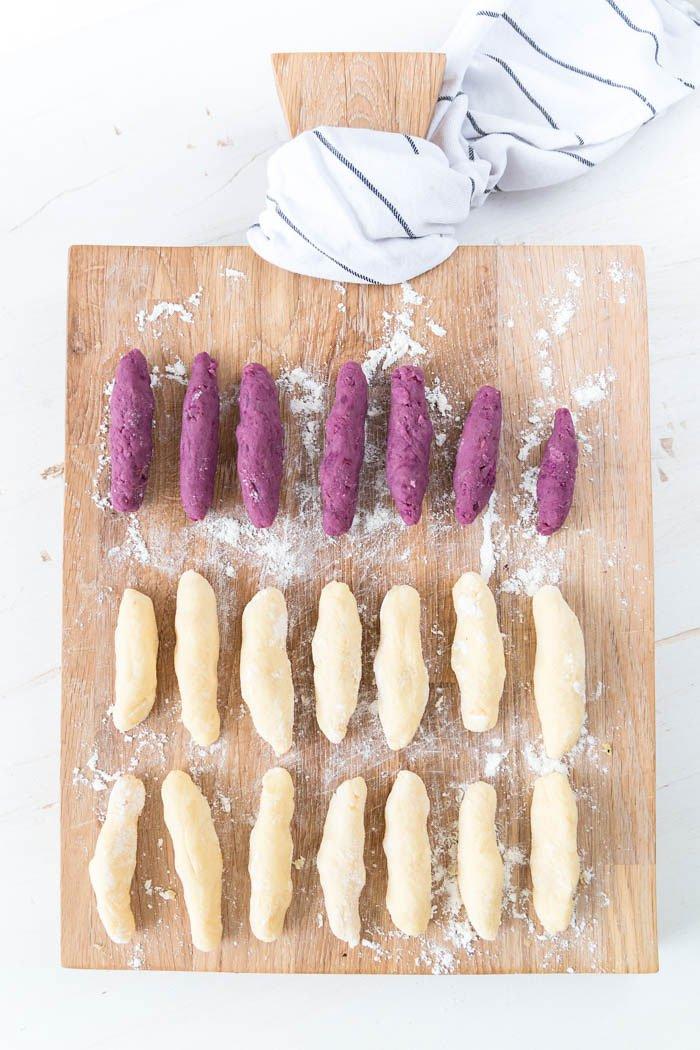 Schupfnudeln selber machen in weiß und lila mit Kartoffeln und lila Süßkartoffeln alias Über-Wurzel - mit Spargel und Bärlauch schmecken sie besonders gut | ars textura - DIY Blog