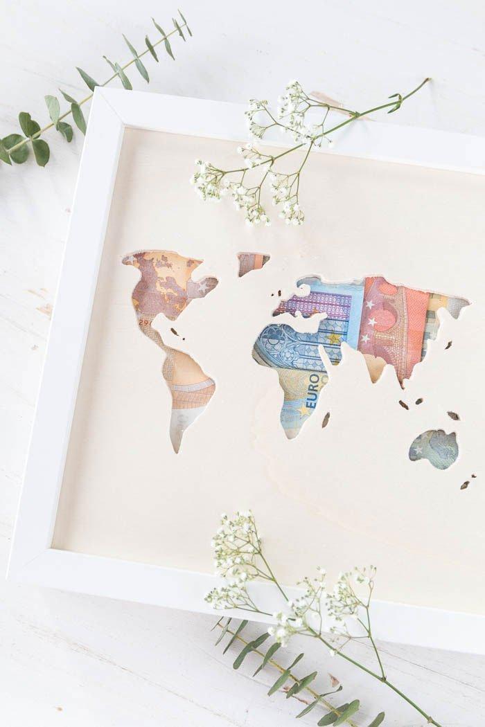Geldgeschenk zur Hochzeit basteln - Ikea Hack: Ribba mit Weltkarte aus Holz und Geldscheinen - das perfekte DIY Geschenk zur Hochzeit | ars textura - DIY Blog