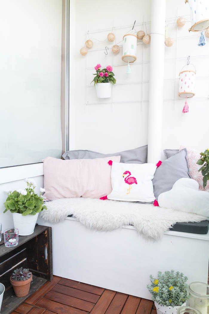 Einfaches Kissen für Anfänger nähen - Mit selbstgemachten Kissen wird der Balkon richtig gemütlich. In meiner Video-Anleitung zeige ich dir, wie du ein einfaches und schnelles Kissen nähen kannst. | ars textura DIY-Blog und DIY-Ideen