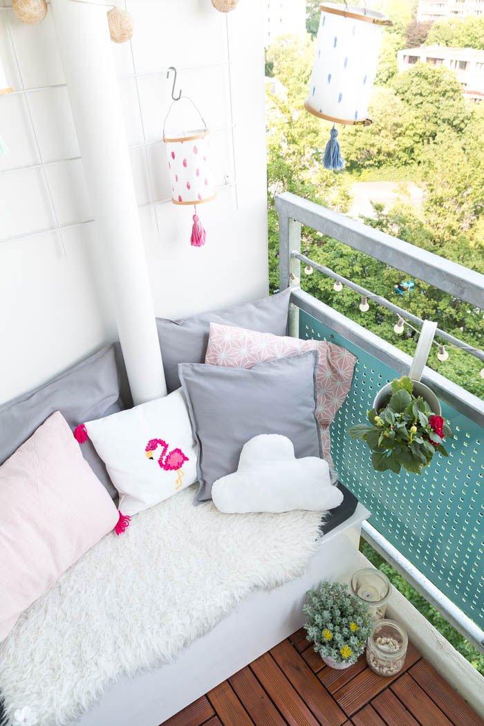 Kissen nähen für Anfänger mit Video-Anleitung - Mit selbstgemachten Kissen kannst du die Sitzecke auf deinem Balkon richtig gemütlich machen | ars textura - DIY Blog & DIY Ideen