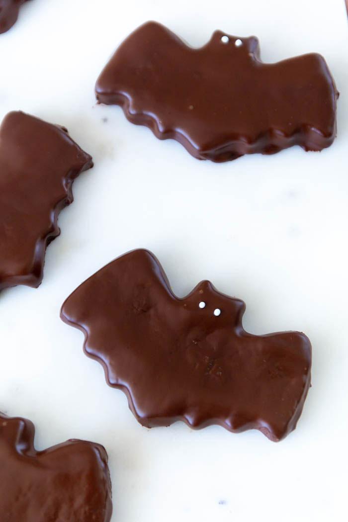 Fledermaus Kekse mit Schokolade für deine Halloween Party