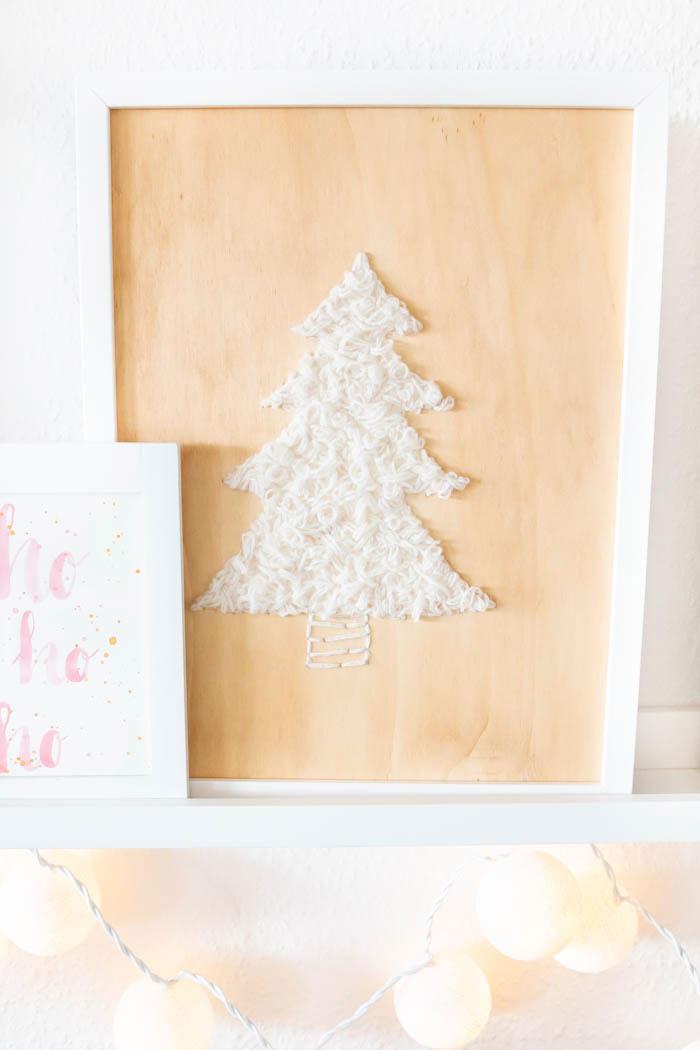 Weihnachtsdeko: Holz mit Wolle besticken - Tannenbaum Bild