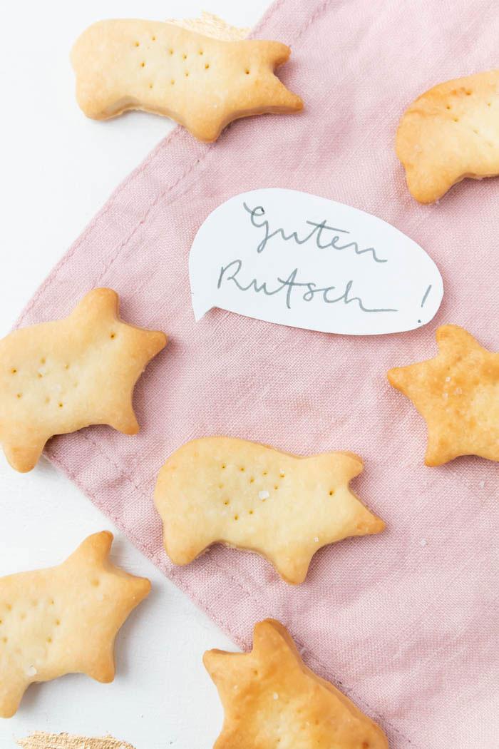 Schweinchen Cracker selber machen - der perfekte Snack für Silvester