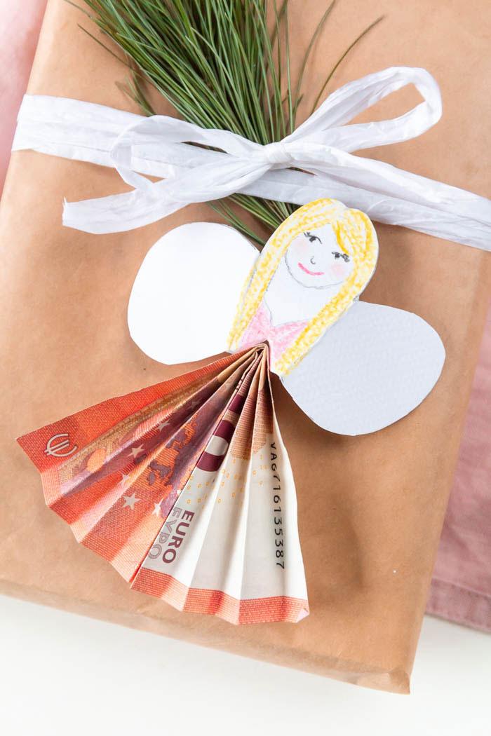 Geldgeschenk zu Weihnachten: Engel falten