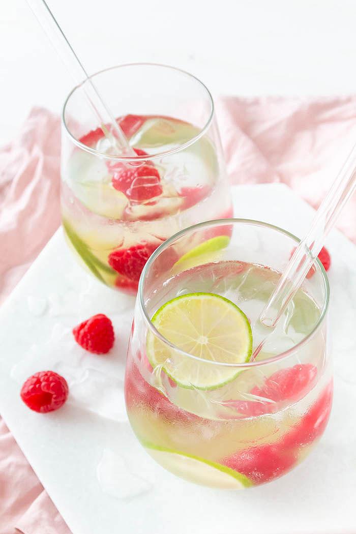 Rezept Sommerlicher Gin Tonic mit Himbeere und Limette