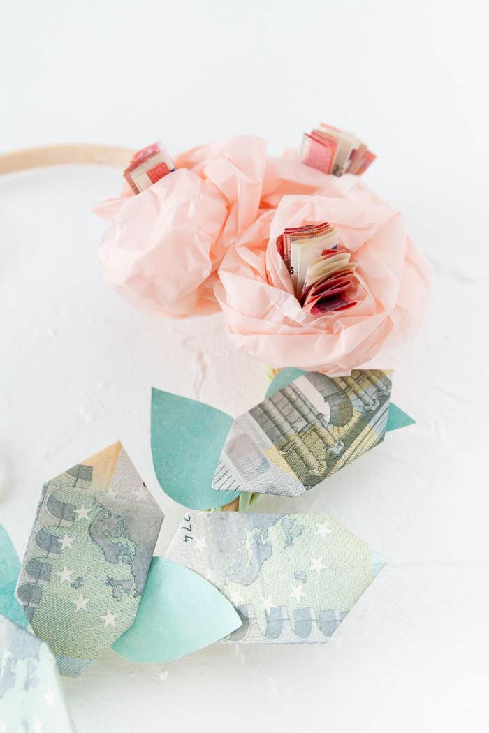 Blumenkranz Geldgeschenk basteln