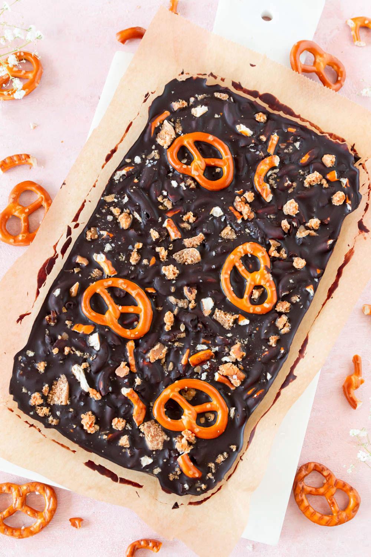 Bruchschokolade selber machen mit Karamell und Brezeln