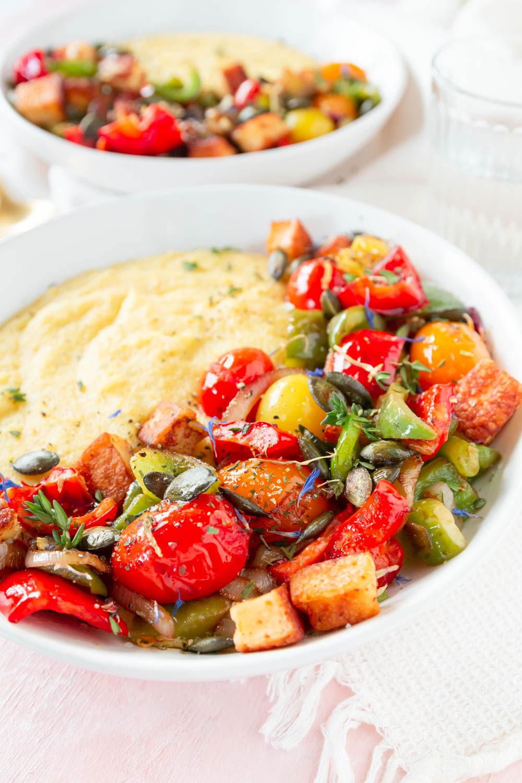 Rezept Polenta Bowl mit Gemüse und Halloumi