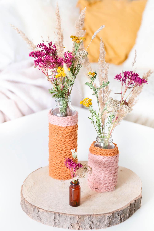 Herbstdeko basteln mit Luftmaschen und Trockenblumen