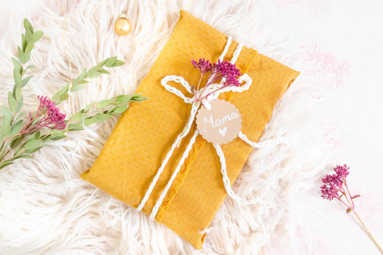 Geschenke nachhaltig mit Servietten verpacken