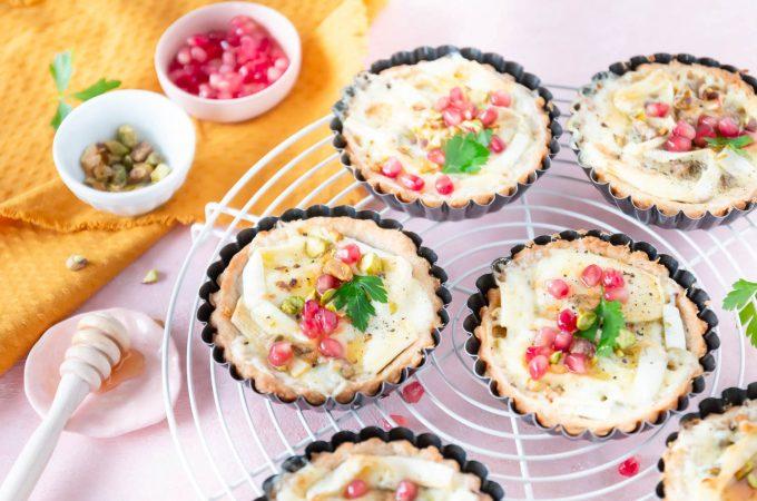 Käse-Törtchen mit Granatapfel und Pistazien